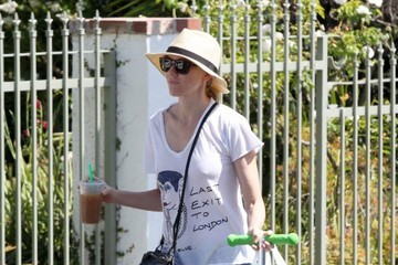 Naomi Watts Naomi Watts & Family Enjoy Lunch At The Farmers Market