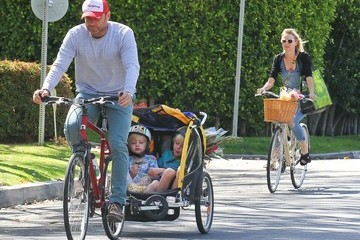 Naomi Watts Alexander Schreiber Naomi Watts Enjoys Mother's Day At The Farmer's Market With Her Family