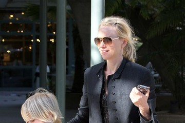 Naomi Watts Alexander Schreiber Naomi Watts Shops For Groceries At Whole Foods