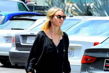 Naomi Watts Naomi Watts Stocks Up on Groceries