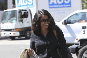 Nia Long Nia Long Leaves a Nail Salon in Beverly Hills