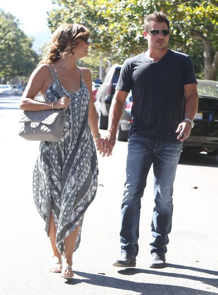 Pregnant Vanessa Minnillo & Nick Lachey Leaving A Private Doctors Office []