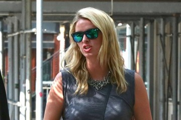 Nicky Hilton Nicky Hilton Chats with a Friend
