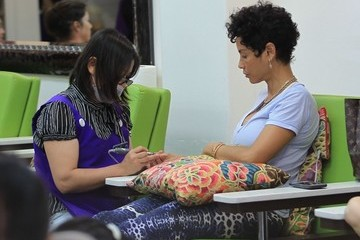 Nicole Murphy Nicole Murphy Gets Her Nails Done In Beverly Hills