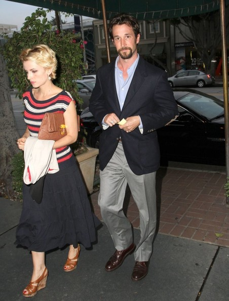 Noah Wyle And Girlfriend