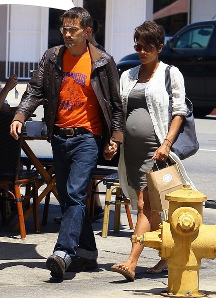 Olivier+Martinez+Halle+Berry+Gets+Lunch+Husband+DKOWFX4QsPHl.jpg