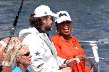 Oprah Winfrey Russell Crowe Oprah Sailing On Sydney Harbour With Russell Crowe 2