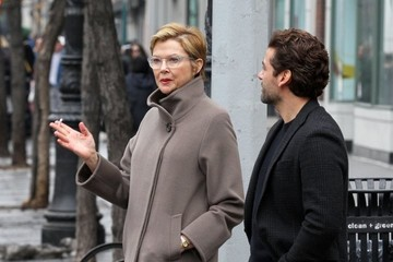 Oscar Isaac Annette Bening Performs on the Set of 'Life, Itself'