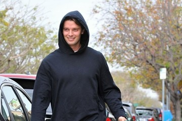 Patrick Schwarzenegger Patrick Schwarzenegger Takes His Dog for a Walk and Grabs Lunch with Family