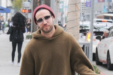 Pete Wentz Pete Wentz Does Some Shopping in Beverly Hills