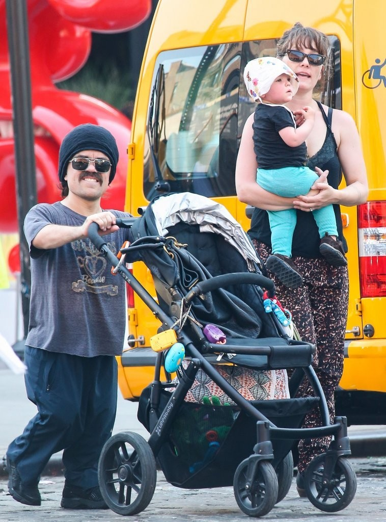 Zelig Dinklage Photos Photos - Peter Dinklage And His ...