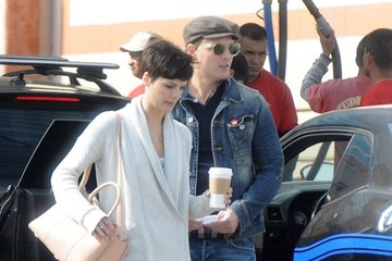 Peter Facinelli Peter Facinelli & Jaimie Alexander Stop By A Car Wash