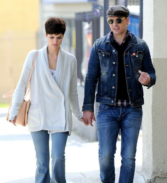 Actor peter facinelli and his girlfriend jaimie alexander stop by a