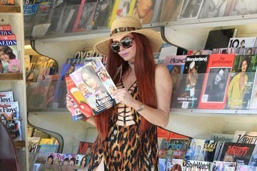 Phoebe Price Phoebe Price Checks Out Magazines In Beverly Hills