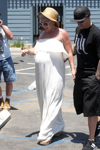 pink pregnant photos 2011. Pink Pregnant singer Pink and