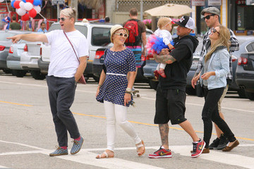 Carey Hart Pink, Carey & Willow Out With Friends In Santa Monica