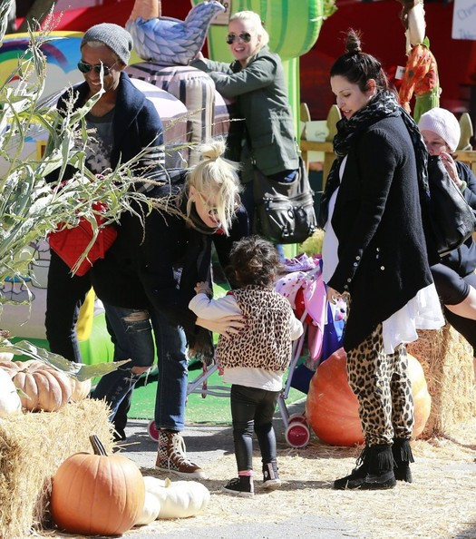 Gwen Stefani Hangs Out with Her Family