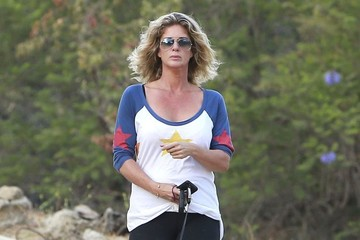 Rachel Hunter Rachel Hunter Walking Her Dog At Runyon Canyon