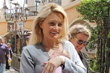 Rainbow Rotella Holly Madison Out With Her Daughter
