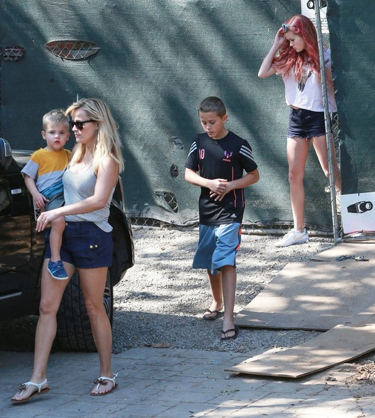 Reese Witherspoon & Family Stop To Check On Their New House