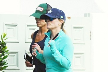 Reese Witherspoon Reese Witherspoon Out For A Jog In Santa Monica