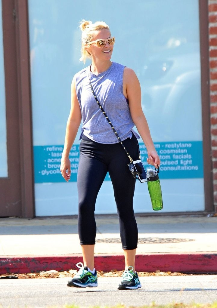 Reese Witherspoon Leaves a Yoga Class In Brentwood 08/01/2016