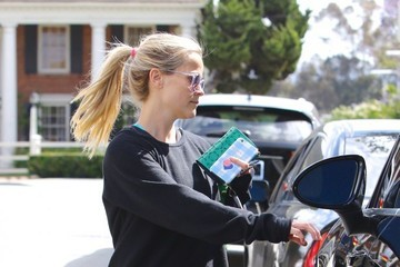 Reese Witherspoon Reese Witherspoon Seen Leaving the Gym In Brentwood