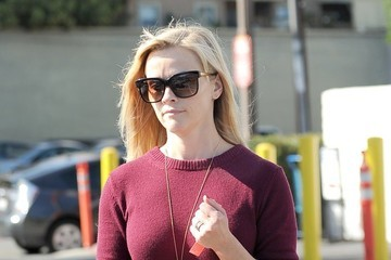 Reese Witherspoon Reese Witherspoon Lunches in Brentwood