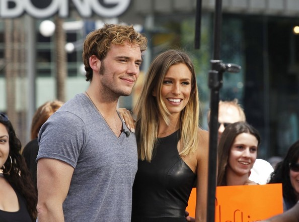 Sam Claflin Stops by the 'Extra' Set