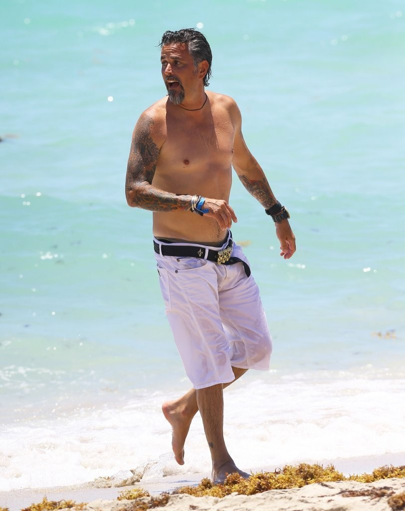 Richard rawlings pictures richard rawlings enjoys a beach day