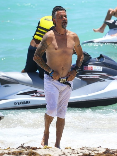 Richard Rawlings Pictures - Richard Rawlings Enjoys a Beach Day