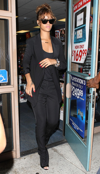 Rihanna Singer Rihanna leaves a Gamestop at the Beverly Center in Los Angeles.