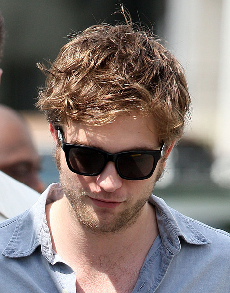 ���� ����� ������� Robert Pattinson Set Remember p8EgqG_09bAl.jpg
