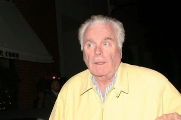 Robert Wagner Robert Wagner Gets Dinner with His Family