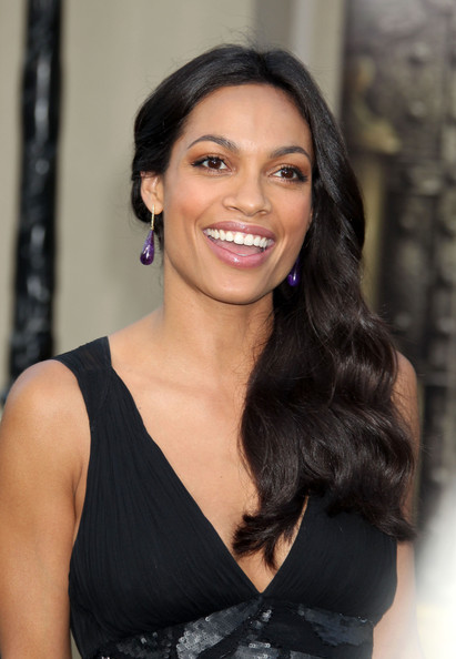 http://www3.pictures.zimbio.com/fp/Rosario+Dawson+Zookeeper+Los+Angeles+Premiere+NnPj6YHPRCql.jpg
