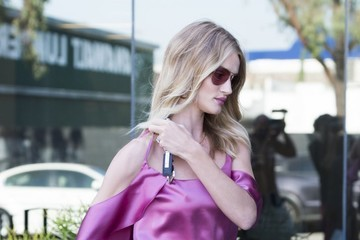 Rosie Huntington-Whiteley Rosie Huntington-Whiteley Stops by Her Office in WeHo