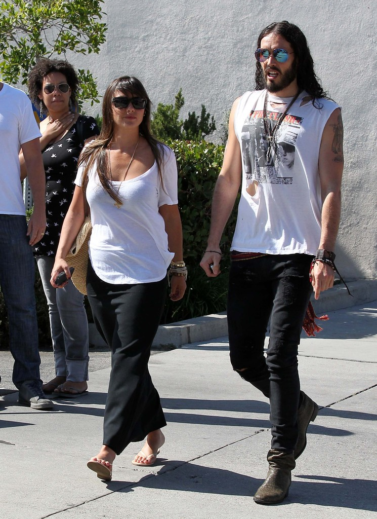 Russell Brand And New Girlfriend Isabella Brewster Have A ... Jesse Eisenberg Address