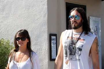 Isabella Brewster Russell Brand And New Girlfriend Isabella Brewster Have A Blast Together