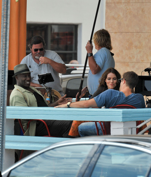 Saffron Burrows The Finder filming in Miami today. The Bones spinoff starring British actress Saffron Burrows, Geoff Stults and Michael Clarke Duncan was seen filming at an ocean front restaurant on Miami's famous Ocean Drive.  Stluts is player Walter, a former military police office with the ability to find anything. Michael Clarke Duncan is playing partner Leo, described as a Cowboy Philosopher.  Saffron is believed to be playing a local bar owner  and Walter's sidekick on the Fox show. The Finder is based on the books, The Locator by author Richard Greener.