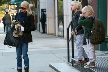 Samuel Schreiber Naomi Watts Steps Out with Her Family