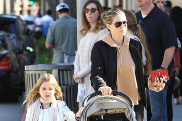 Sara Foster Sara Foster Goes Shopping With Her Daughters in Beverly Hills