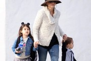 Sarah Michelle Gellar Out with Her Kids