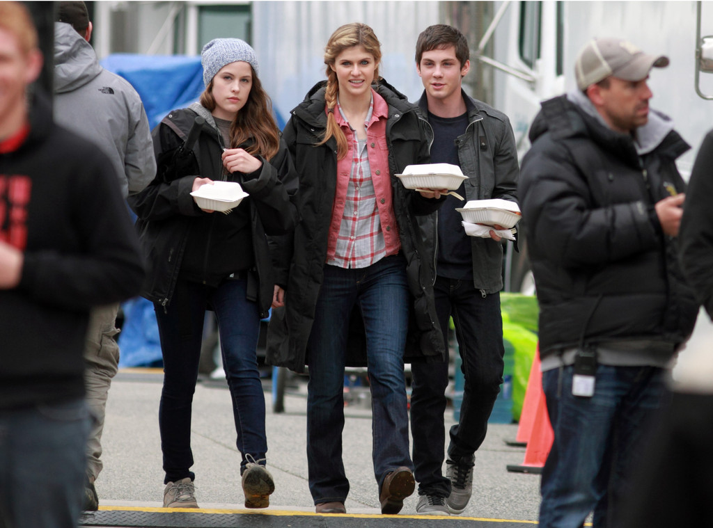 logan lerman and alexandra daddario photos photos sea of