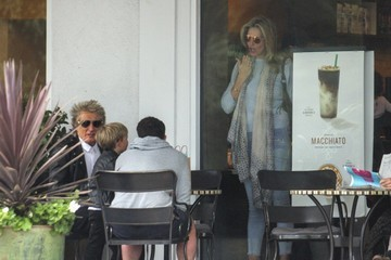 Sean Stewart Rod Stewart and His Family Go to Starbucks in Bel Air