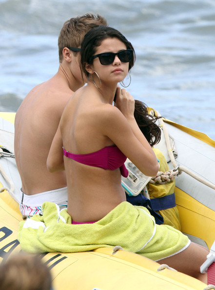 selena gomez and justin bieber beach 2011. selena gomez and justin bieber