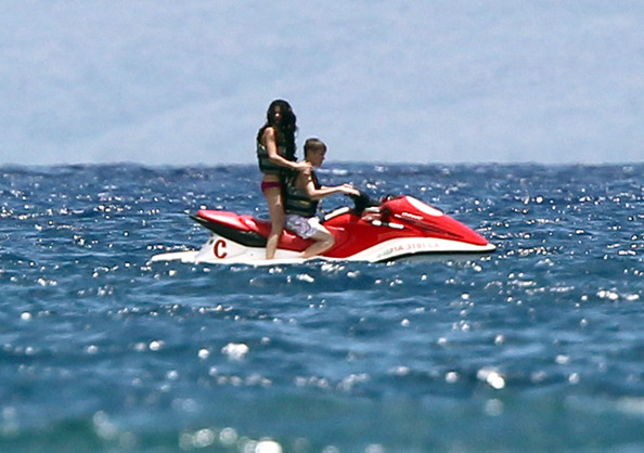 selena gomez and justin bieber dating in the beach. Justin Bieber And Selena Gomez