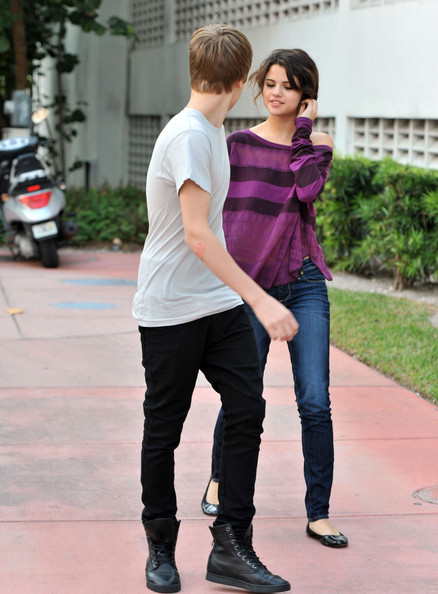 selena gomez and justin bieber pictures. Selena Gomez Justin Bieber and