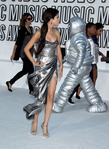 Selena Gomez Celebrities arrive at the 2010 MTV Video Music Awards at the Nokia Theatre in L.A. Live in Los Angeles.
