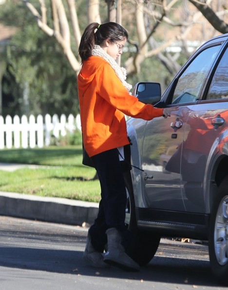 Selena Gomez - Selena Gomez Leaves A Friend's House