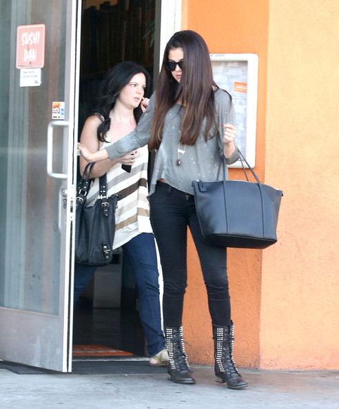 Selena Gomez - Selena Gomez Leaving Sushi Dan In Studio City